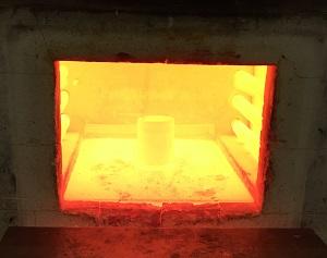 Blick in den Kammerofen beim Erwärmen von Stahlbolzen